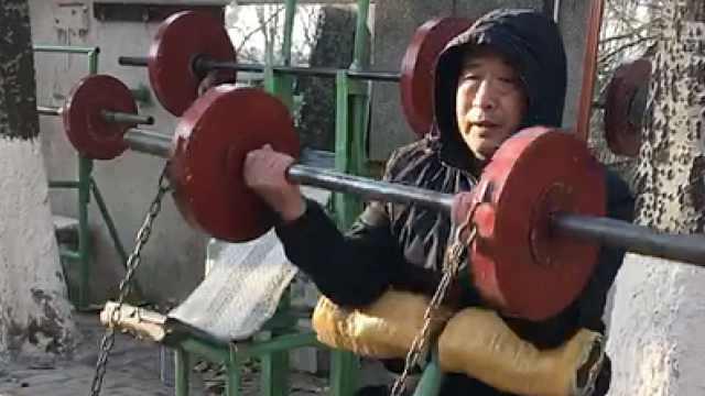 一汽退休老职工,用废品造出健身房