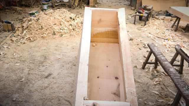 这村做了几百年棺材,如今生意咋样