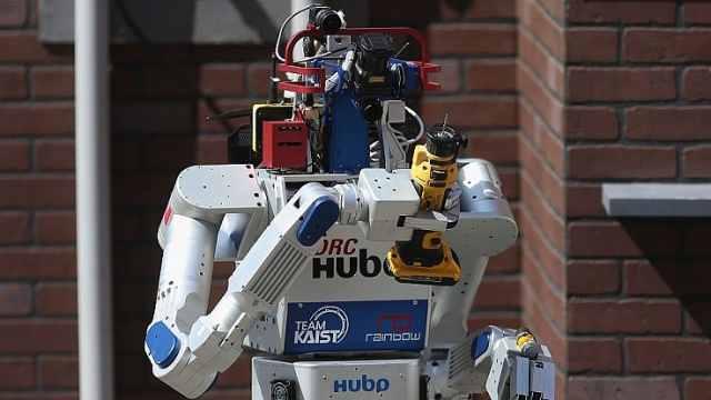 代替人类!机器人志愿者服务冬奥会