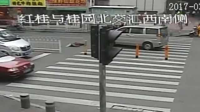 老人过马路被撞飞,送院不治身亡