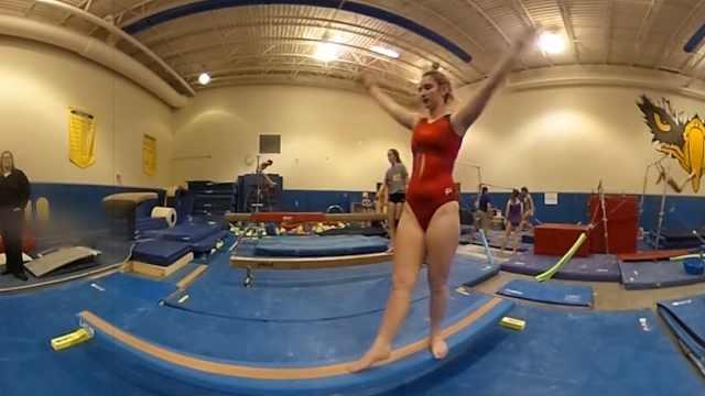 VR围观美国高中女子体操队训练现场