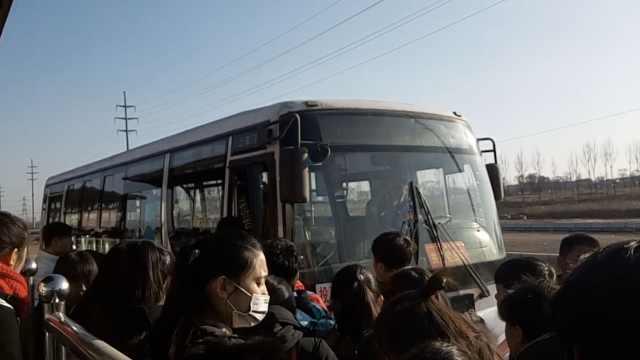 乘客寒风中苦等,公交驶来却不上客?
