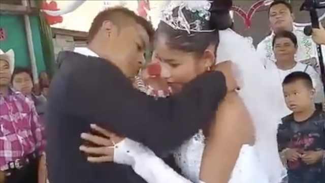墨西哥最尬婚礼,新娘丧脸拒绝亲亲