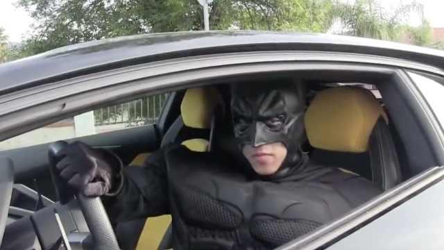 叫Uber等来兰博基尼,司机是蝙蝠侠