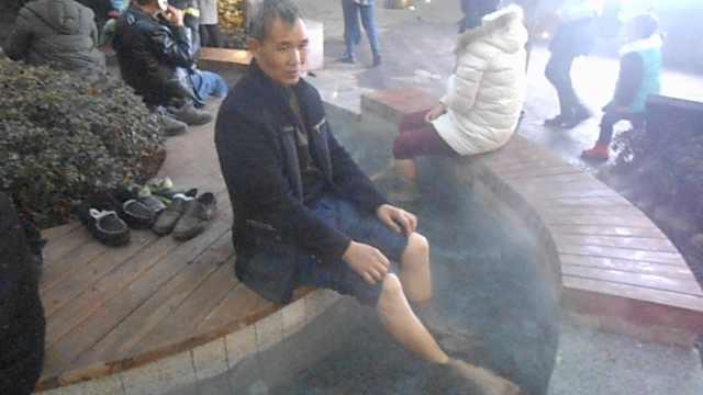 这就是重庆!闹市有温泉,市民免费泡