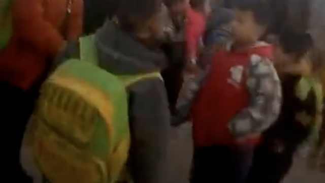 河南载17人幼儿园校车撞车,1死8伤