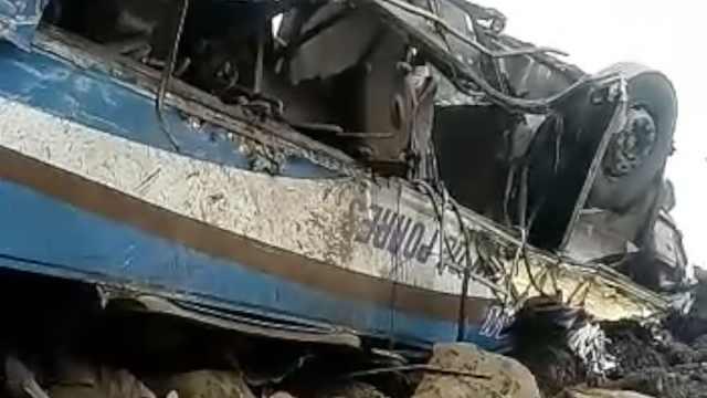 秘鲁大巴坠下百米高魔鬼湾,36人死