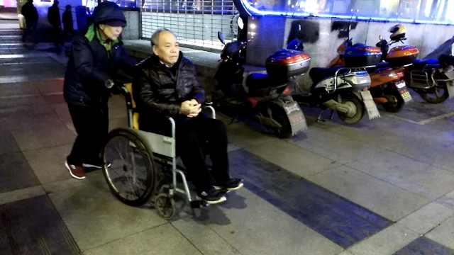 早安,重庆|推轮椅背后的故事……