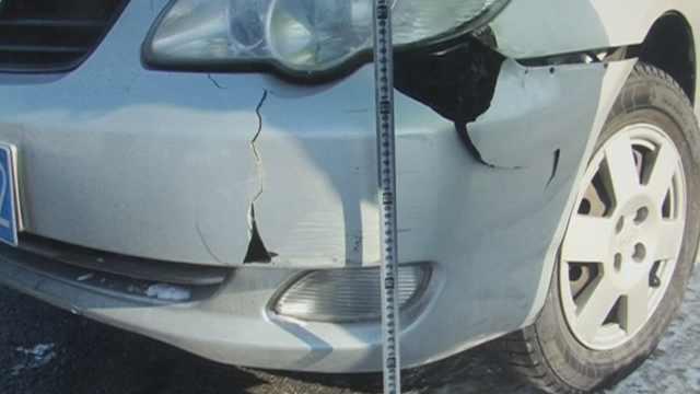 司机倒车肇事停车走人:着急送货单