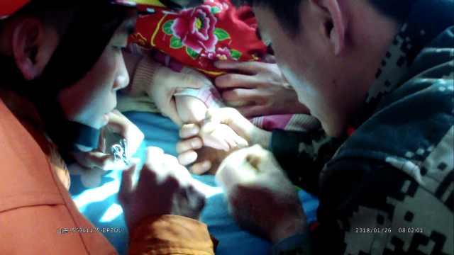 宝宝脚趾被头发缠住,险被截肢