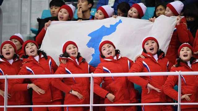 1分钟了解朝鲜拉拉队如何魔性助威
