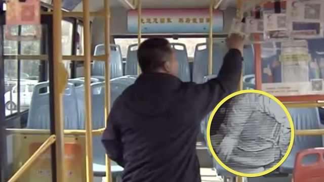 怕公交座太凉,司机让出坐垫给老人