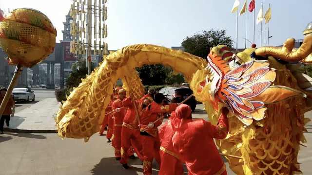 农民工组舞龙队:平时上班,春节舞龙