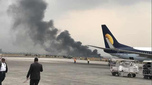 尼泊尔客机降落时坠毁,机上载71人