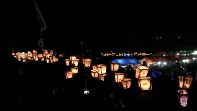 民俗狂欢夜!农村千人举排灯传孝道