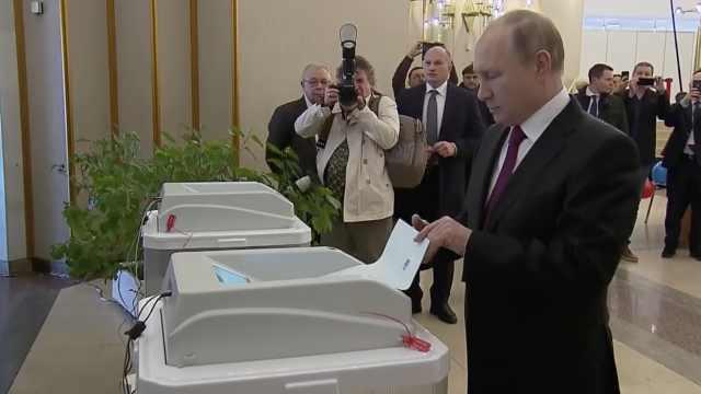 俄罗斯大选开始,普京亲自前往投票