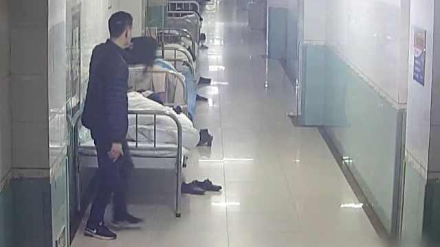 他刑满释放不久,屡进医院淡定行窃