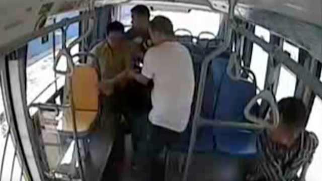 司机乘客齐救发病乘客,一路陪同