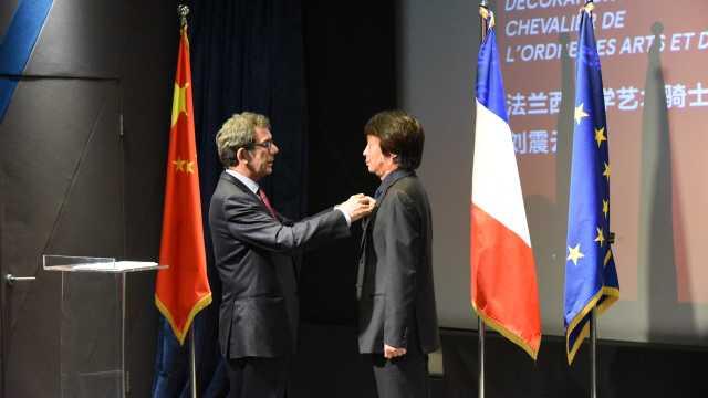 刘震云获法兰西文学与艺术骑士勋章