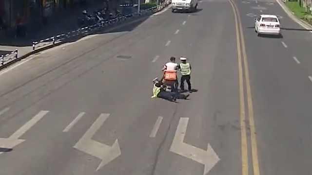 外卖员赶时间闯红灯被罚,拖行辅警