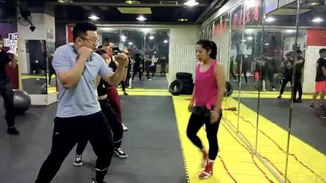 女冠军退役教拳击,男学员:常被她KO