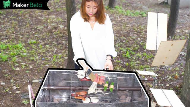 妹子发明自动烧烤架,边烤边玩!