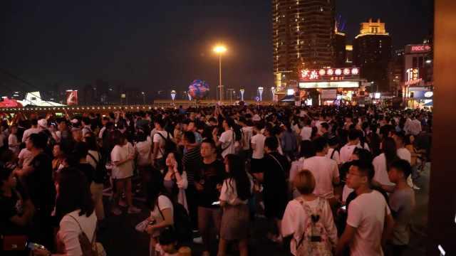 网红地烦恼:重庆洪崖洞游客爆满