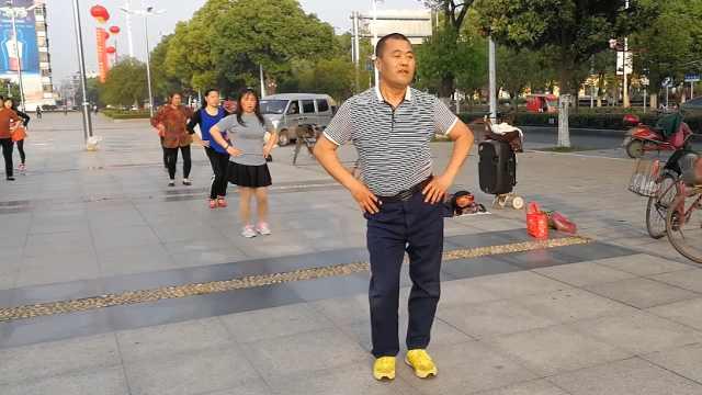 大叔自学200曲广场舞,舞姿妖过大妈
