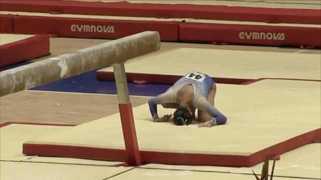 惊险!华裔体操世界冠军头部着地