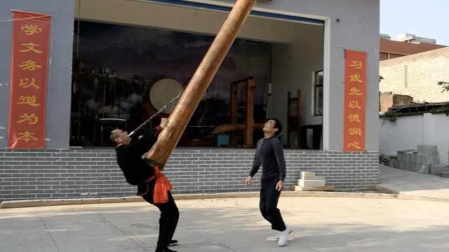 画家练就铁齿铜牙,叼百斤实木转圈