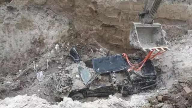男子肇事逃逸,挖深坑埋车毁灭证据