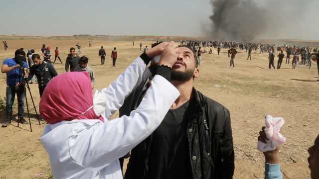 加沙示威频遭催泪弹,眼药水不够了