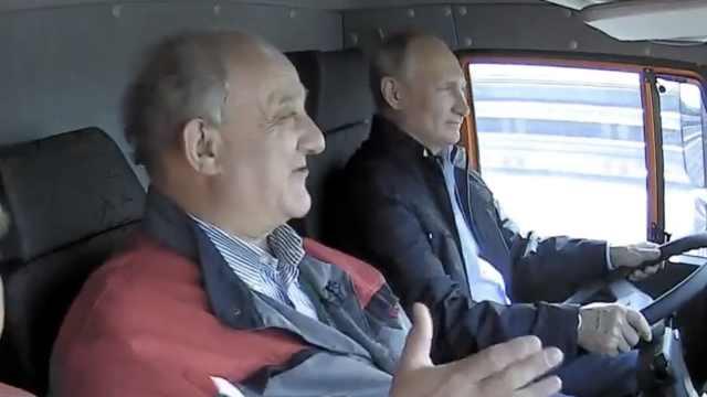 俄最长大桥通车,普京开卡车穿过