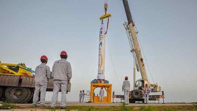 100秒看首枚民营火箭从总装到发射