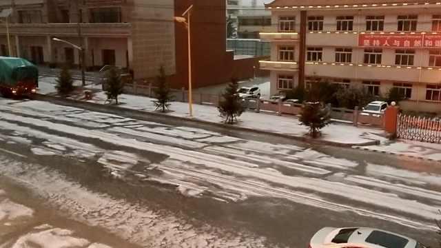暴雨冰雹袭甘肃,白茫茫一片如降雪