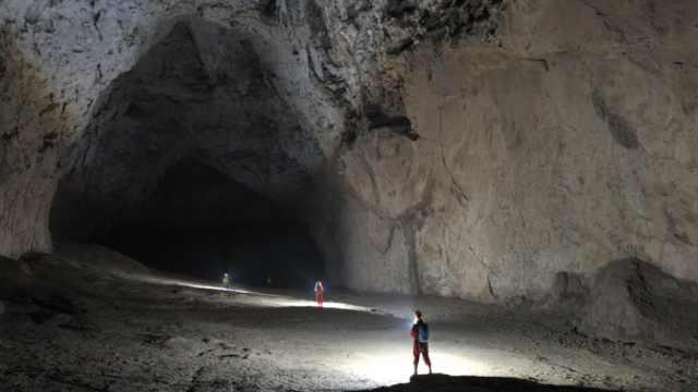贵州超级洞穴苗厅,有12个足球场大