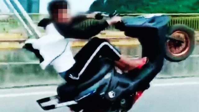 小伙摩托炫技引来民警:从快手学的