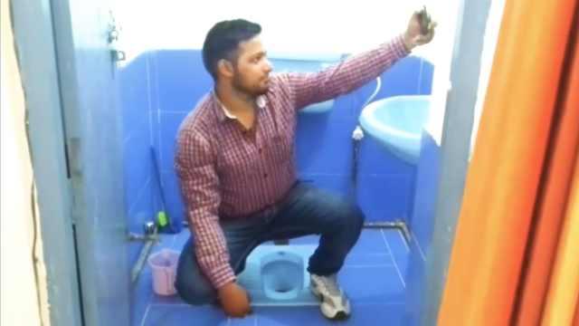 印度规定官员领工资前要和厕所自拍