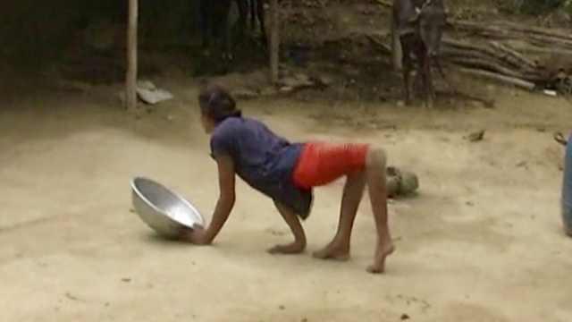 印度厕所状况差,残疾姑娘生不如死