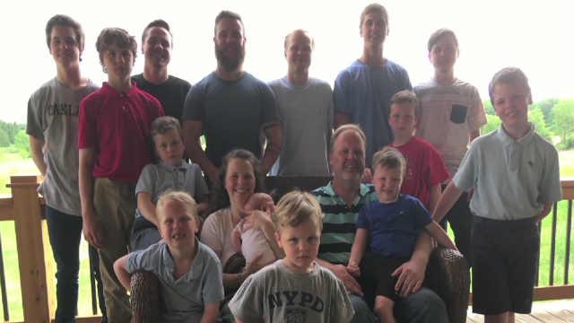 美国夫妇连生14个男孩