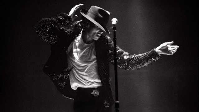 MJ珍贵视频:累倒在舞台