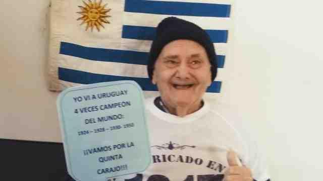 最老球迷!百岁老人见证乌拉圭四冠
