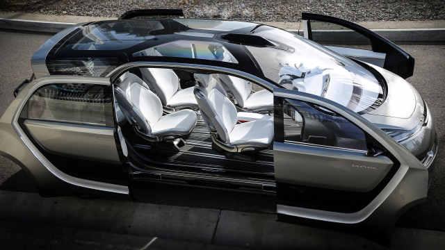 克莱斯勒概念电动厢式旅行车Portal