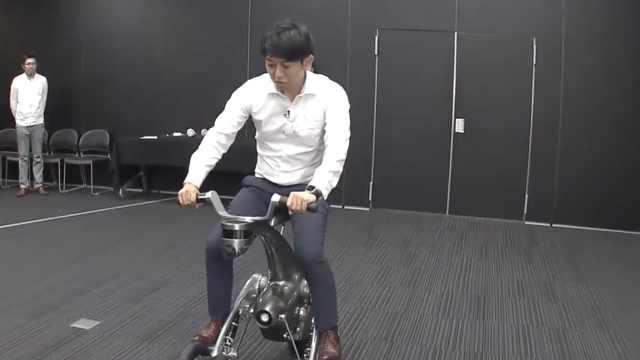 日本开发机器人,能骑能载还跟着走
