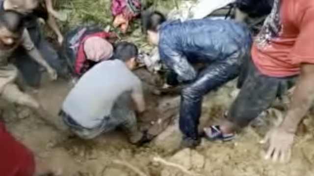 印度暴雨造成山体滑坡,致9人死亡