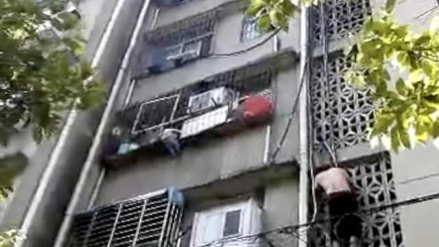 国版蜘蛛侠!他爬4楼托举悬空男童