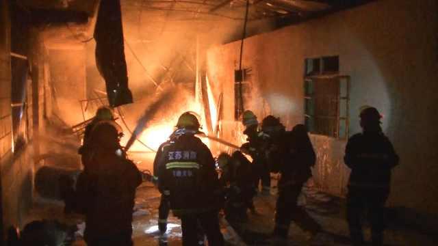 油作坊起火,40名消防员紧急救援