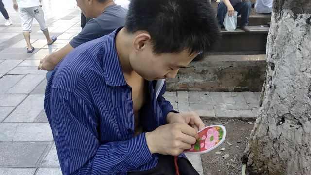 他空闲绣鞋垫:不是娘,是不想玩手机
