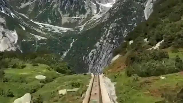 """阿尔卑斯山间的""""过山车"""""""