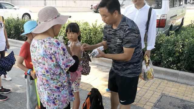 七旬老人烈日下卖冰棍,爆瘦40斤